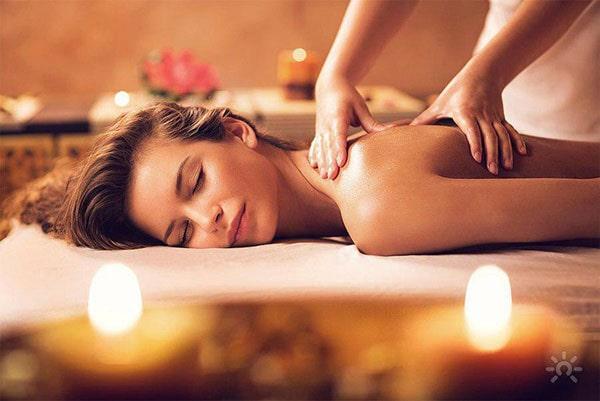 Massage with Mok flower cream